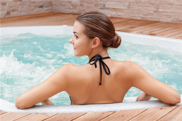 Top 10 Best Inflatable Hot Tubs In 2021 Reviews & Buyer's Guide
